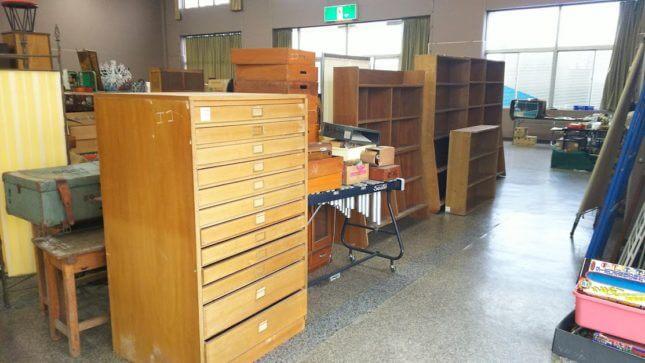 古物市場 古い本棚