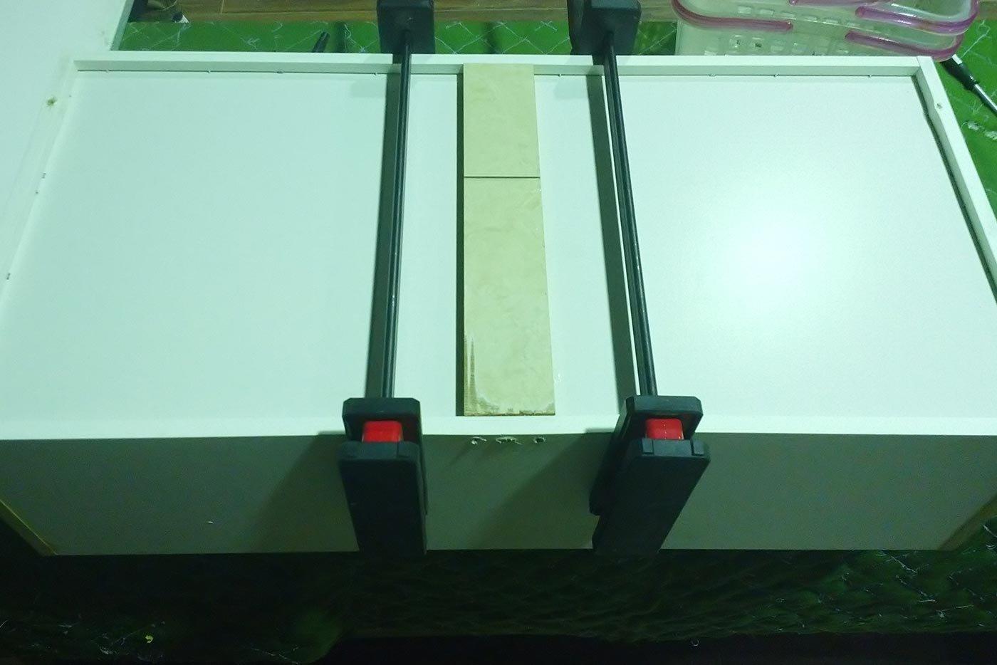 藤森様 食器棚 底板 修理