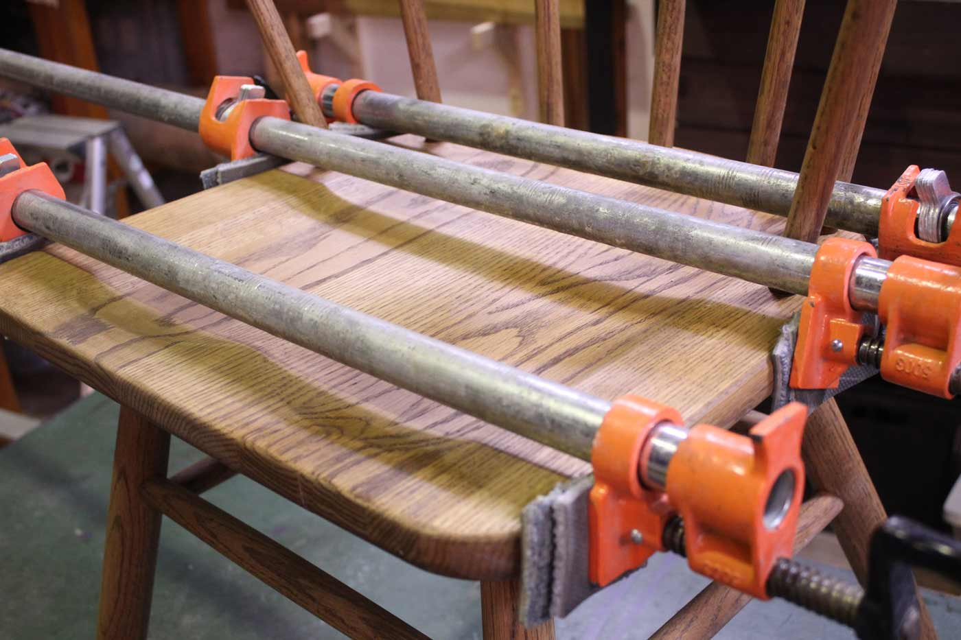 椅子 座面割れの圧着 修理